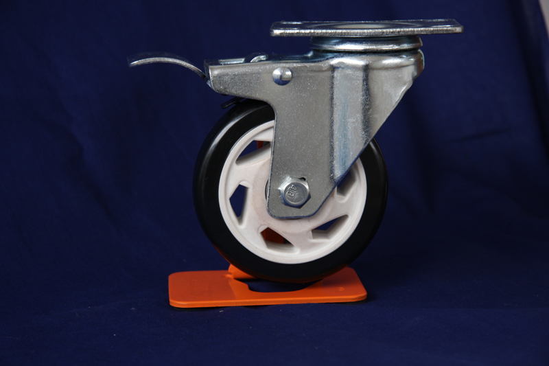 Medium duty PVC swivel caster with brake